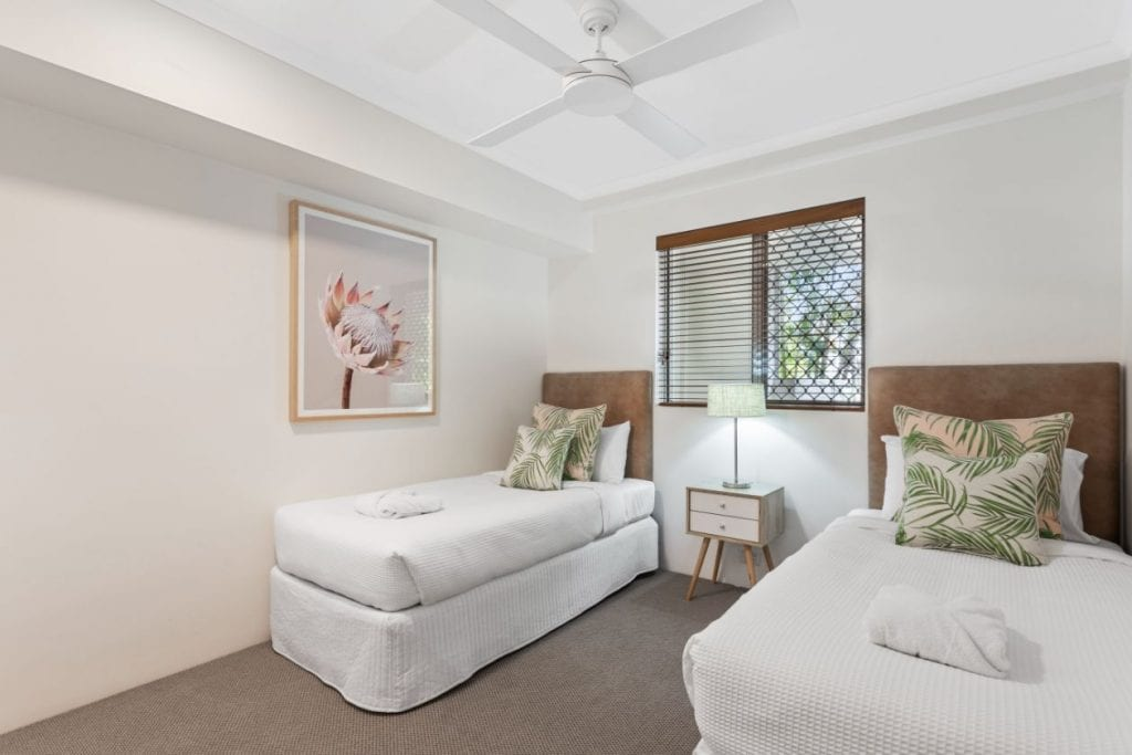 Sunset Cove Deluxe Apartments (2)